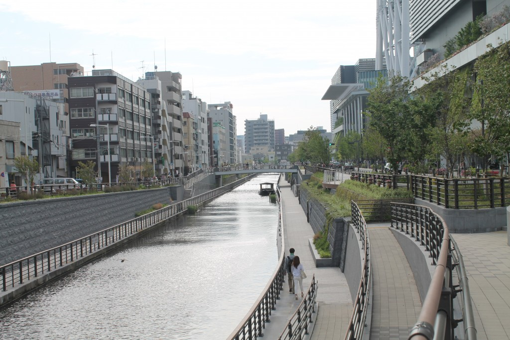 The river flowing by the skytree